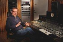 Pave Maijanen Finnvox-studiolla