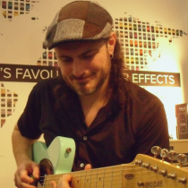 Alex Hutchings Frankfurtin Musikkimessuilla