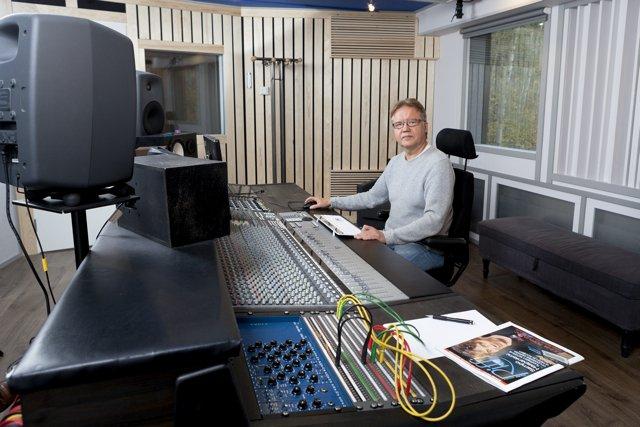 Risto Hemmi Finnvoxin B-studiolla ©Tommi Posa / Riffi