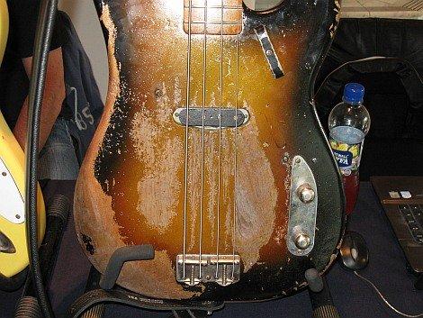 Monster Ampsin jäljennös Stingin Telecaster-bassosta on vaatinut yksityiskohtien tarkastelua ja pikkutarkkaa jyrsimistä.